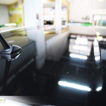 Zmiana koloru dachu folią - czarny błysk