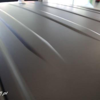 oklejanie dachu toyota hybryda czarny mat