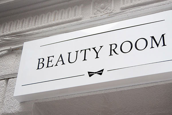Beauty room cover